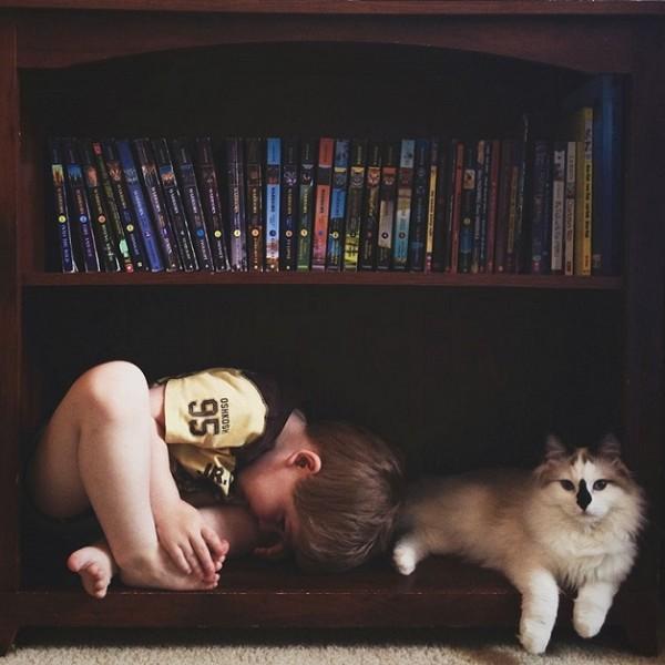 criança e gato 10