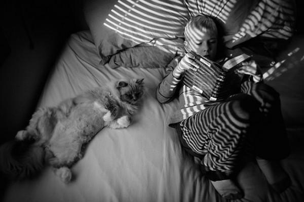 criança e gato 9